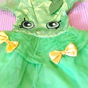 Girl's Halloween costume.